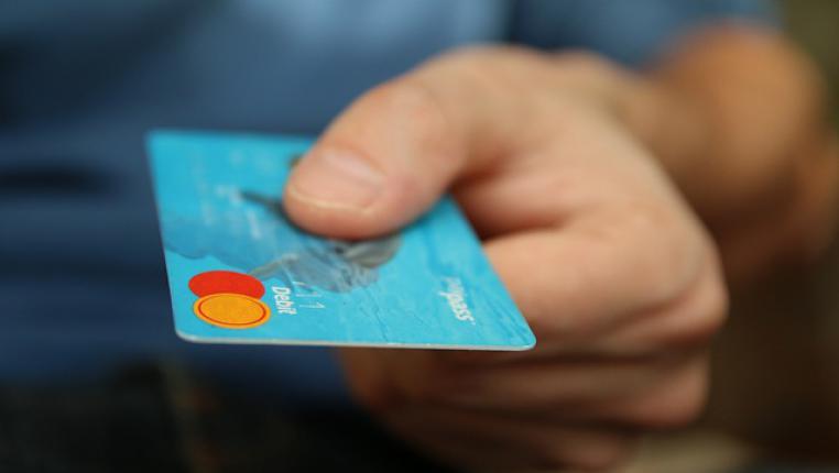 Кредитная карта на дом — когда нет времени на хождение по банкам